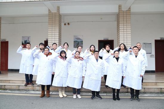 """医学硕士""""萍萍靖靖""""的婚期:相约在疫情狙击战胜利那一天"""