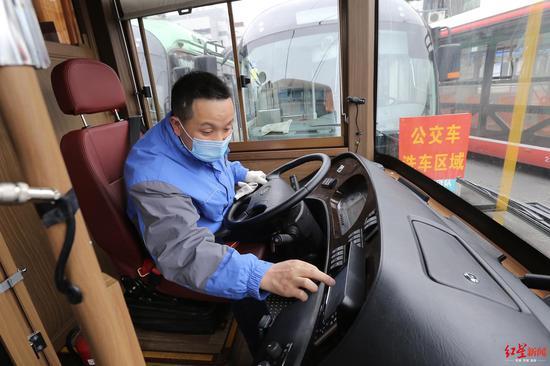 成都铛铛车上线 咖啡机、卫生间齐活还会四川话报站