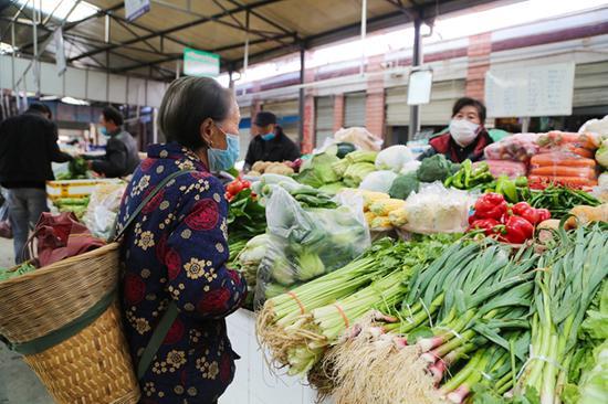 甘孜道孚全县复工复产 农贸市场八成摊位恢复经营