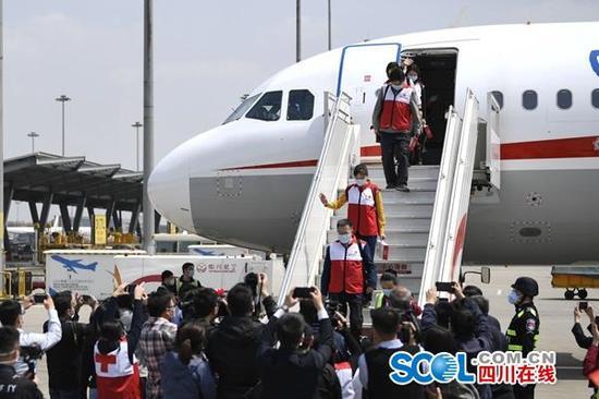 """""""蜀""""你最美,欢迎回家!四川赴意大利抗疫的5位专家回来了"""