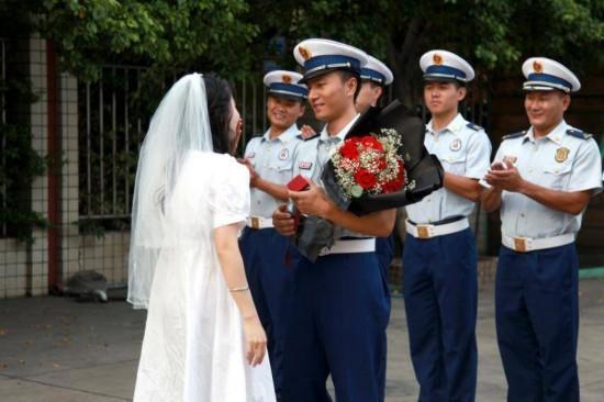 你没时间来娶我,我来嫁你了!攀枝花女幼师向消防男朋友求婚