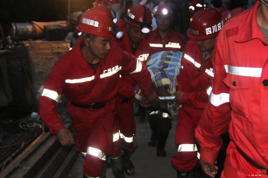 四川江油隧道垮塌3工人被埋7天后获救 均无生命危险