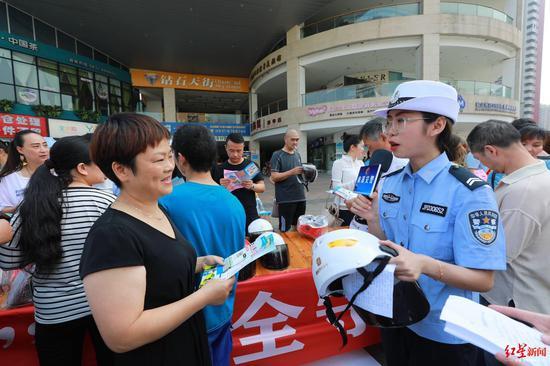 宜宾南溪区推出共享头盔:无需押金免费借用 使用期限为7天