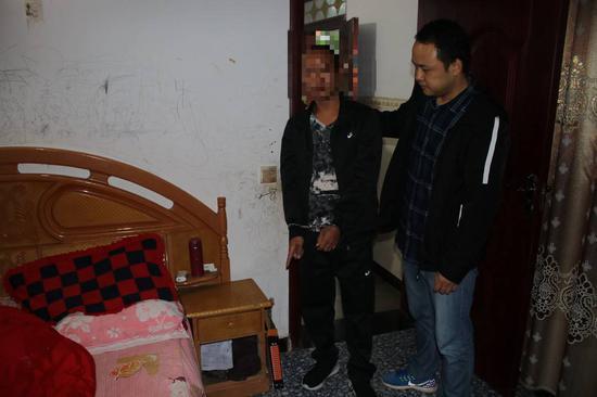自贡大安破获持刀抢劫案:酒后翻墙进入熟人家抢走500元