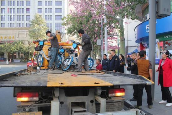 多部门联合出手 攀枝花依法取缔116台无证共享电动助力单车