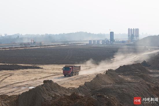 阆中:加紧施工 阆中机场跑道雏形初具