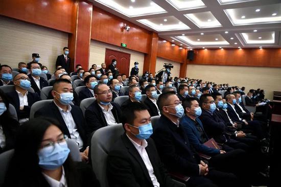 南部县原县委副书记朱仕友接受审判 百余名干部现场旁听庭审