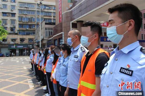 押解回犯罪嫌疑人。隆昌市警方供图