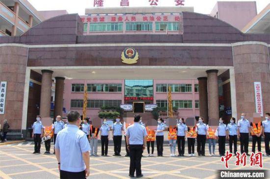 内江警方破获一网贷诈骗犯罪集团 涉案金额高达十亿元