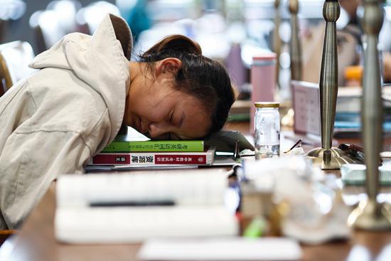 往届生考研热度升高:有人辞职考研称为人生最后一次任性