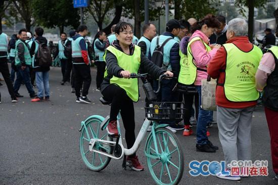 成都首批共享单车文明停放示范街出炉 力争一个月内再减15万辆