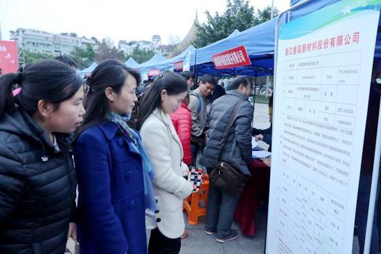 广安区112名贫困户到南浔区就业 工资加补助一年8万元起