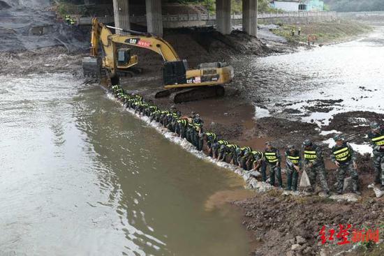 化工厂燃爆泄漏沱江告急 四川环保首次跨流域跨区域大型应急演
