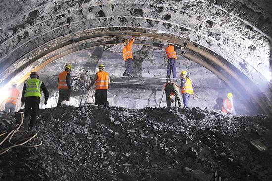 五指山隧道施工现场