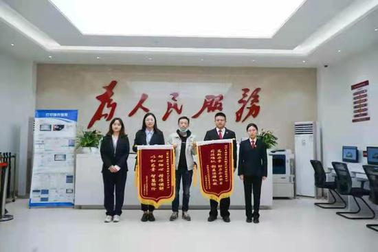 开发商欠广告公司300万 四川自贸区法院这样诉前调解