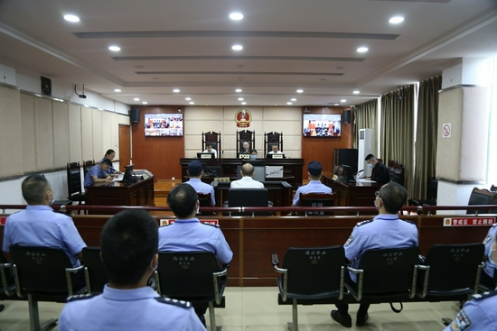 資陽強制隔離戒毒所原四級高級警長鄧剛出庭受審 涉嫌受賄61萬