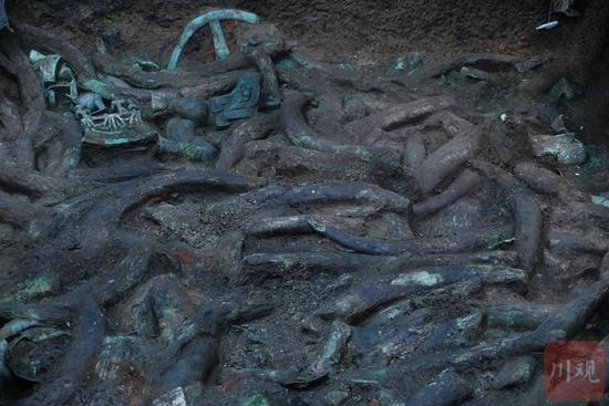 8号坑,满坑的象牙和青铜器,又一座等待发掘的宝藏,向宇摄