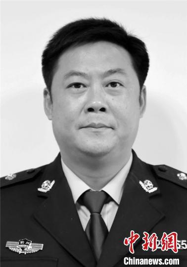 德阳市禁毒办专职副主任、三级高级警长方彬因公殉职。 德阳市公安局提供