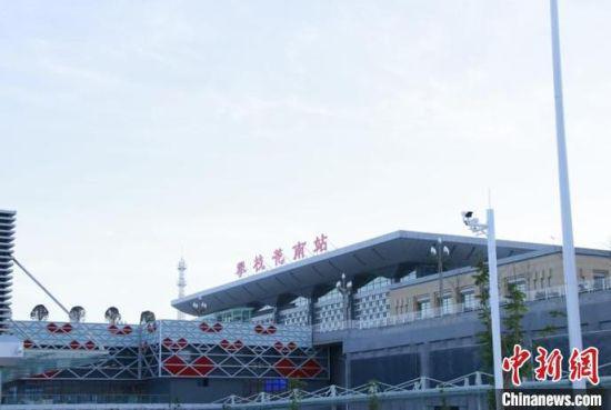 图为成昆铁路复线新建攀枝花南站。 杨城 摄