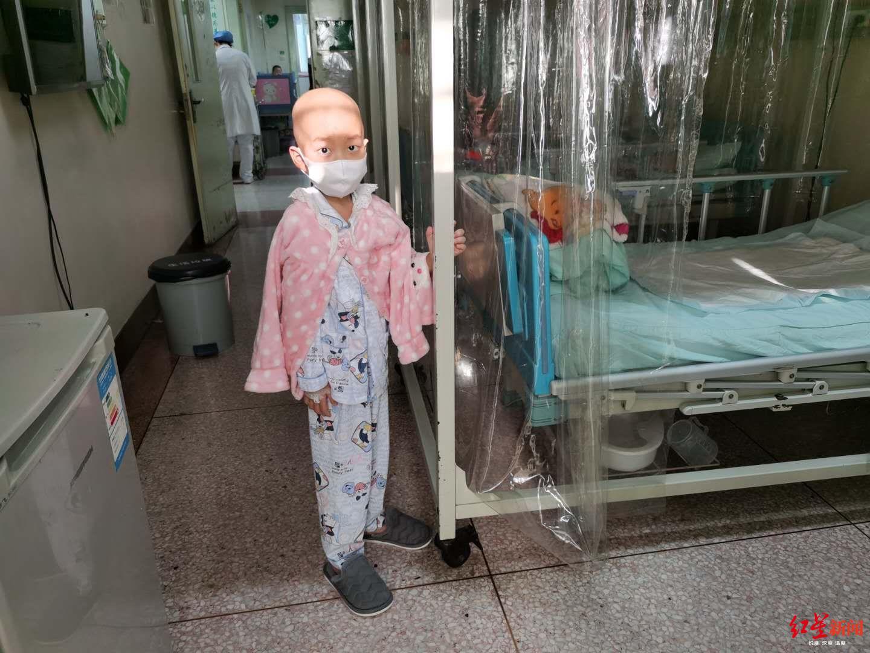 小安在病房里