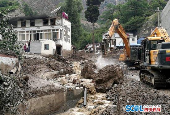 阿坝茂县一村庄突发泥石流 所幸转移及时未造成人员伤亡