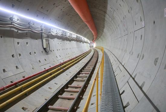 """成都地铁8号线一期全线""""洞通"""" 累计掘进47公里"""