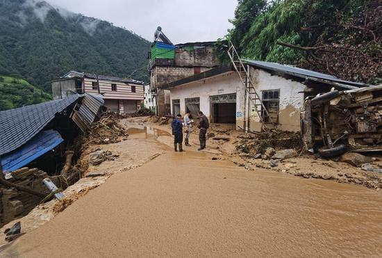 会理县六华镇发生群发性泥石流地质灾害 130人紧急撤离