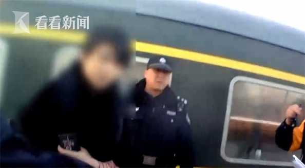 视频|铁路霸座乘客首次被拘!女子硬占座位还辱骂乘警