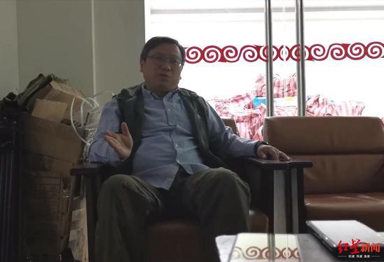 凉山彝族奴隶社会博物馆馆长邓海春接受采访