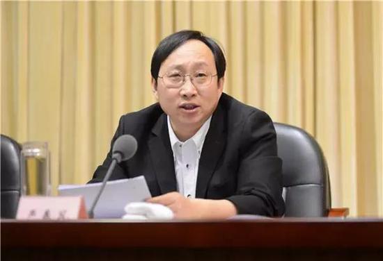 博士严书记往事:长期基层历练 8年前通过公选任副州长