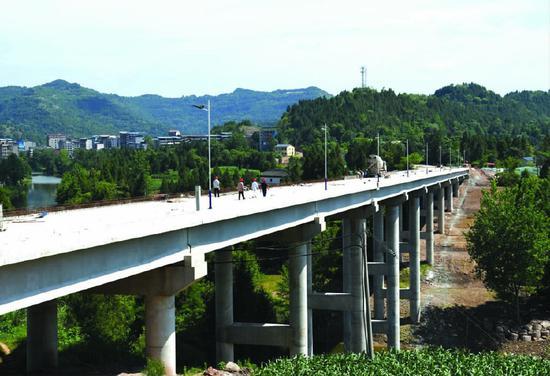 正在建设中的登子河渡改桥。图片由营山县委宣传部提供