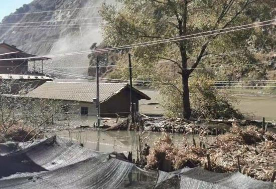 """九龙县""""11•23""""高位滑坡造成河道堵塞险情"""