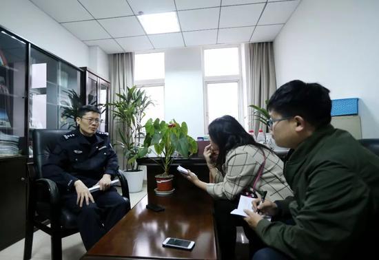 △成都市公安局温江区分局副局长 谢良奎接受红星新闻记者采访