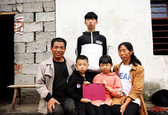 ↑孙川和家人