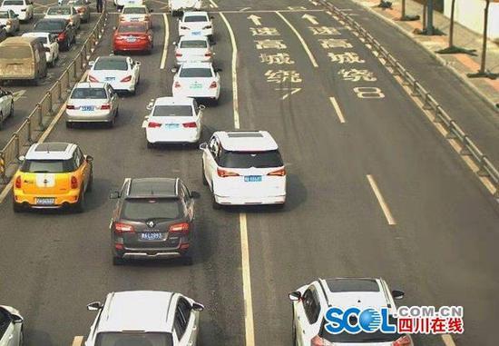 剑南大道严管路段电子眼设备正式启用 交警提醒切勿违法变道