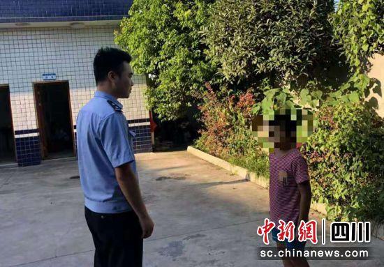 彭山:熊孩子撬门偷盗 被抓后害怕得失声痛哭