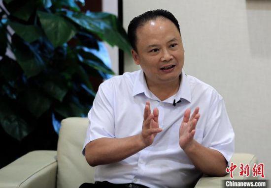 5月15日,刘汉元在四川成都接受中新社记者采访。 中新社记者 王磊 摄