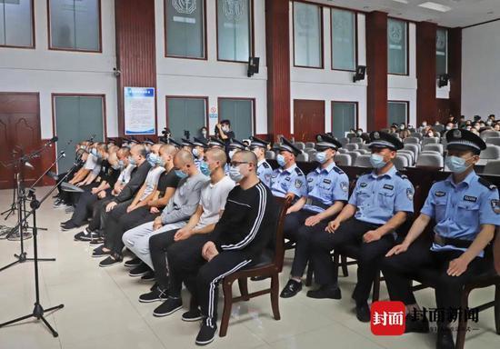 四川安岳公开宣判一起18人涉黑案 主犯一审获刑25年