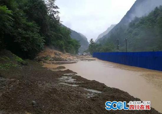 连降暴雨 万源境内多处发生山体垮塌