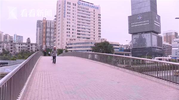 视频 男子骑行从天桥跌落身亡 疑因小黄车刹车失灵