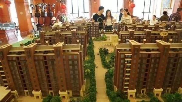 楼市严控之下二手房难成交 中介转战售楼处卖新房过冬