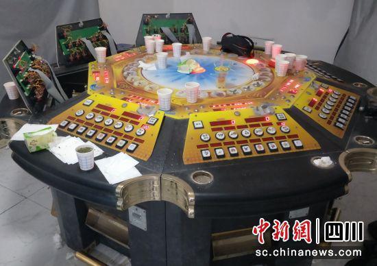 警方查获的赌博机(自贡高新警方 供图)