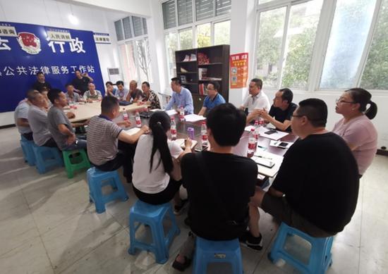 省水利厅工作组组织各方召开对话会,研究太益村等村社自来水安装办法。