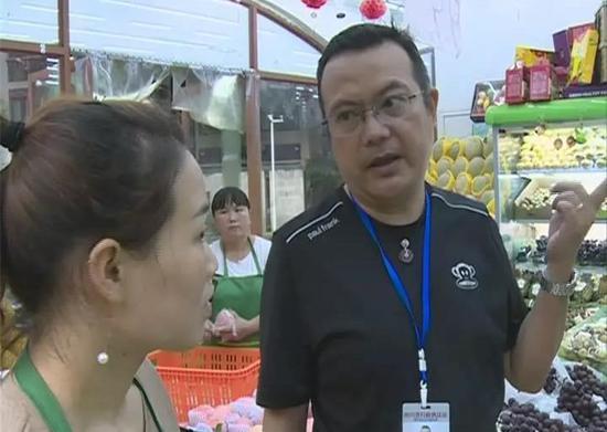 水果店推销西瓜打出低俗标语:比小三还有味 执法人员上门了