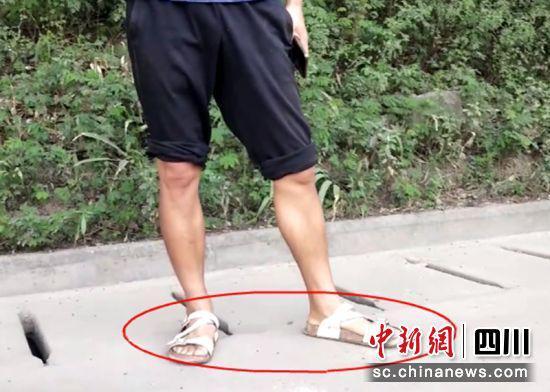 自贡一男子穿拖鞋驾驶货车被查处