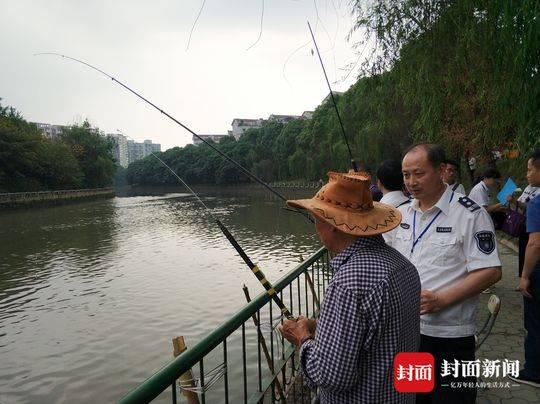 成都春季禁渔期查处偷钓者,不到三个月劝离2310人