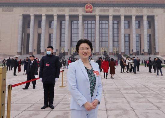 全国两会上 四川代表团的女代表们关注了啥?
