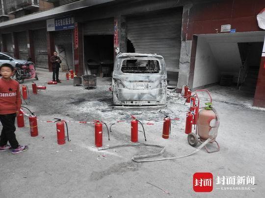 记恨两年前的口角 自贡男子大年初一纵火烧车