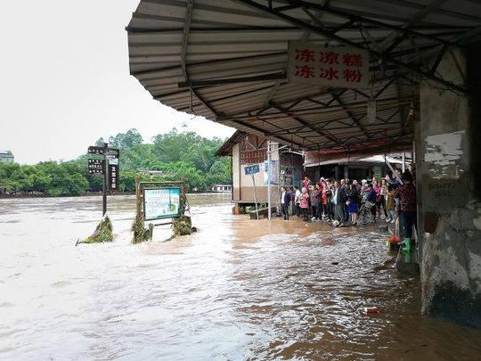 乐山87岁婆婆家被灌洪水 她说:只要人在 没什么可怕的!