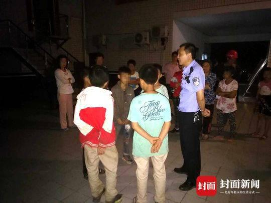 达州5个熊孩子集体离家出走怕挨打 找警察求保护